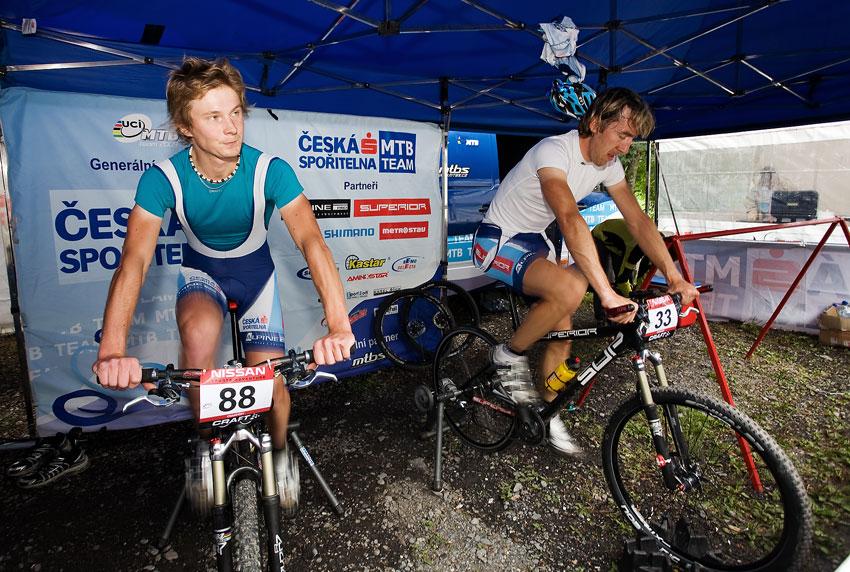SP XCO Champéry 2009 - Pepa Kamler a Milan Spěšný se rozjíždějí před závodem
