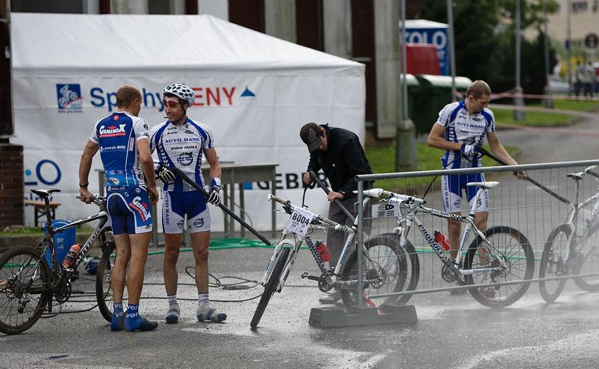 KPŽ Priessnitzova 60 2009 - Olda Hakl a Venca Ježek po závodě