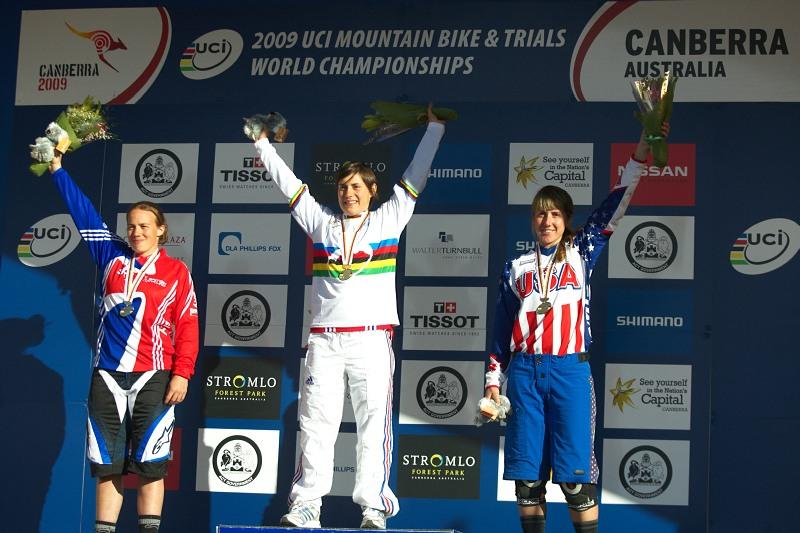 Mistrovství světa MTB DH 2009, Canberra /AUS/ - 1. Emmeline Ragot, 2. Tracy Moseley, 3. Kathy Pruitt