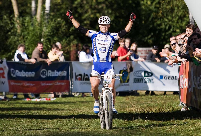 KPŽ Oderská mlýnice 2009 - Ivan Rybařík se raduje z celkového vítězství v KPŽ 2009