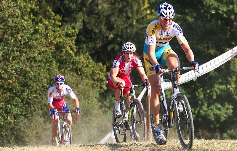 Cyklokros - Toi Toi Cup 2. závod, Stříbro 26.9. 2009 - Petr Dlask na čele ve třetím kole