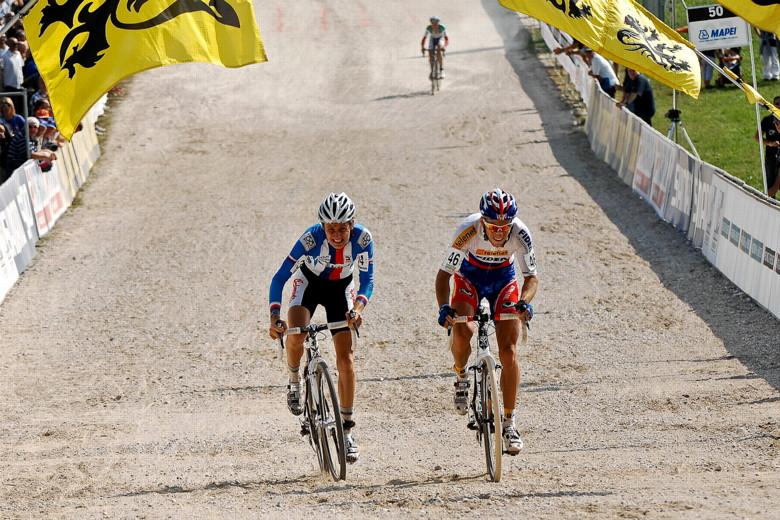 Světový pohár v cyklokrosu - 1. závod 3.10. 2009, Treviso/Itálie - spurt o zlato, foto: Armin Küstenbrück