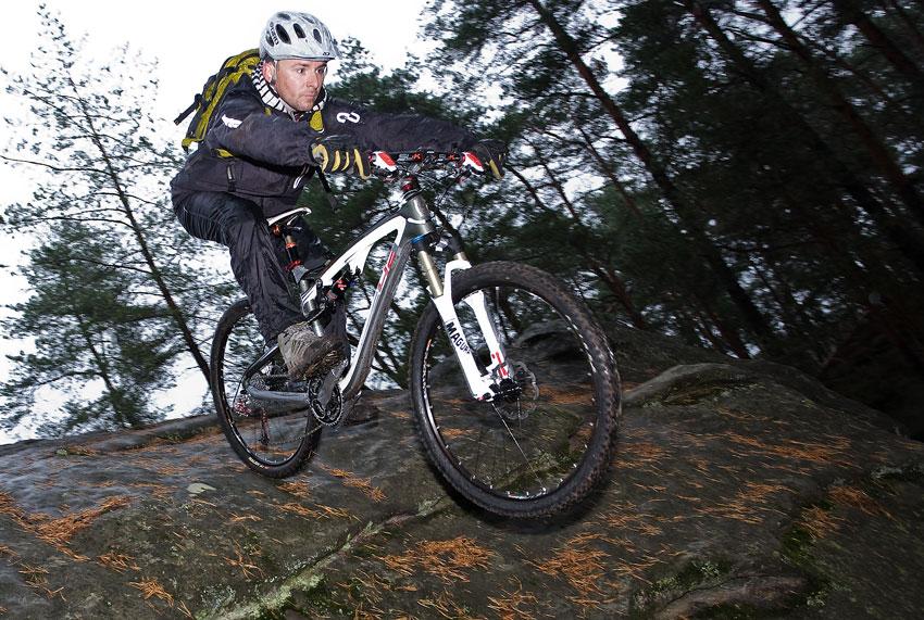 Alltraining podzimní kemp Český ráj 2009 - Dušan Mihalečko ukazuje svůj um na skalách