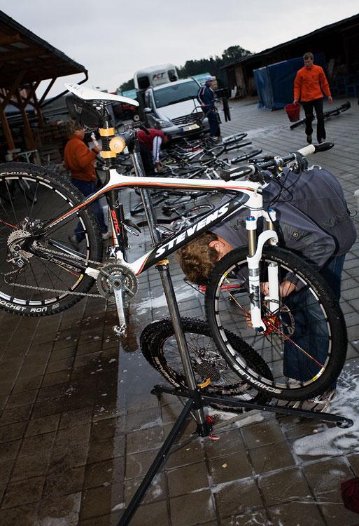 Alltraining podzimní kemp Český ráj 2009 - o biky všech účastníků bylo královsky postaráno