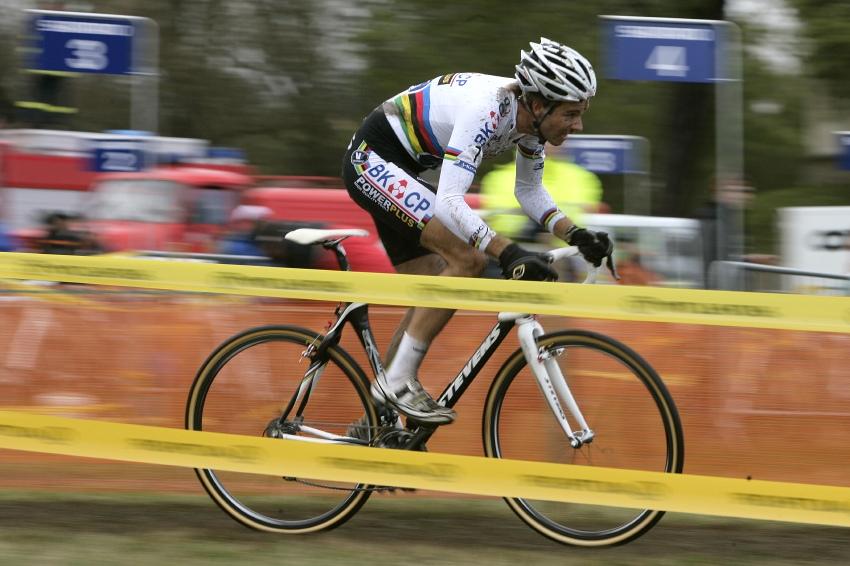 Sv�tov� poh�r v cyklokrosu #2, Plze� 18.10.2009 - Niels Albert je letos k nepora�en�