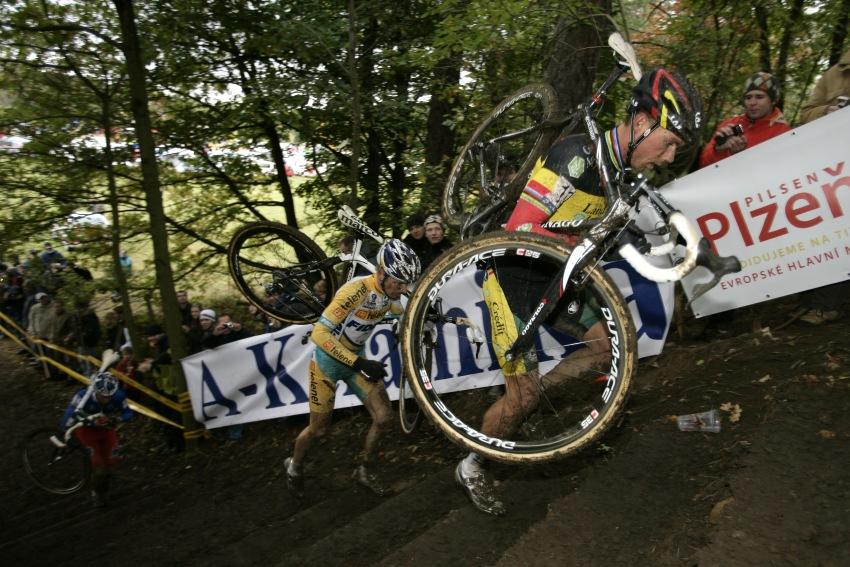 Světový pohár v cyklokrosu #2, Plzeň 18.10.2009 - Sven Nijs, Kevin Pauwels a Francis Mourey
