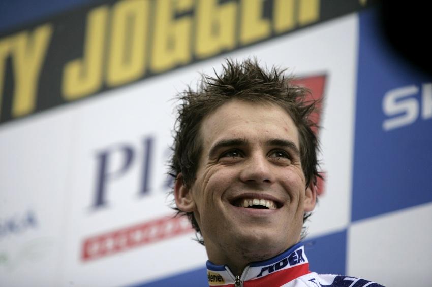 Světový pohár v cyklokrosu #2, Plzeň 18.10.2009 - Zdeněk Štybar měl ze třetího místa nakonec, na povel svých fanoušků, radost