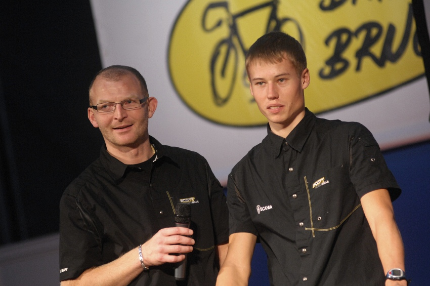 Bike Brno '09 - Faces: tren�r Jan Slav��ek se sv��encem Filipem Eberlem