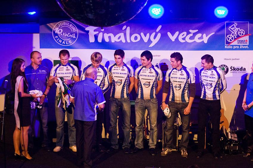 KPŽ Finálový večer 2009 - manažer Jirka Ženíšek a jeho zlatí svěřenci (Volvo Auto Hase 1) ve svých dresech...