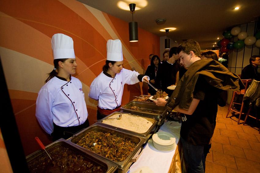 KPŽ Finálový večer 2009 - jídla a pochutin bylo celý večer dostatek