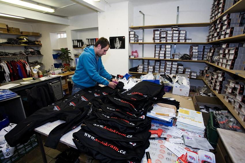 Eleven 2009 - zakázková výroba dresů: expedice