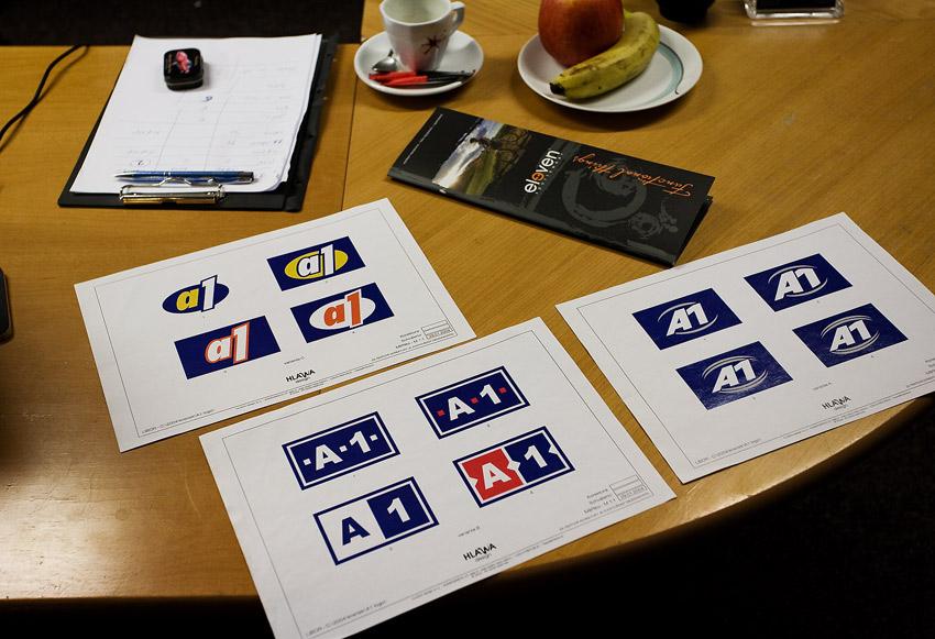 Eleven 2009 - zakázková výroba dresů: původní návrhy loga firmy....
