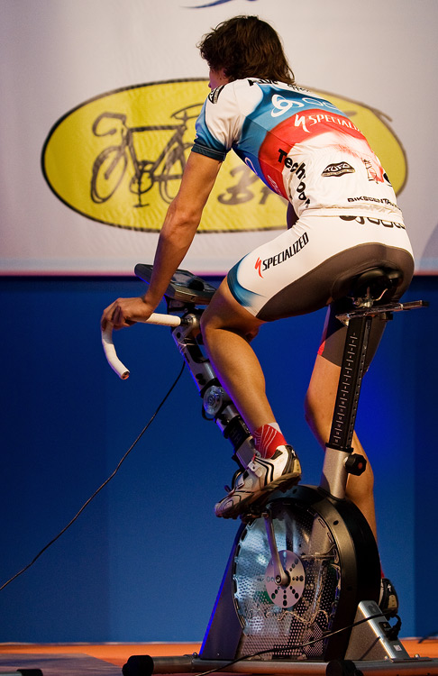 Bike Brno 2009 - z�vody na trena��rech - Jirka Nov�k