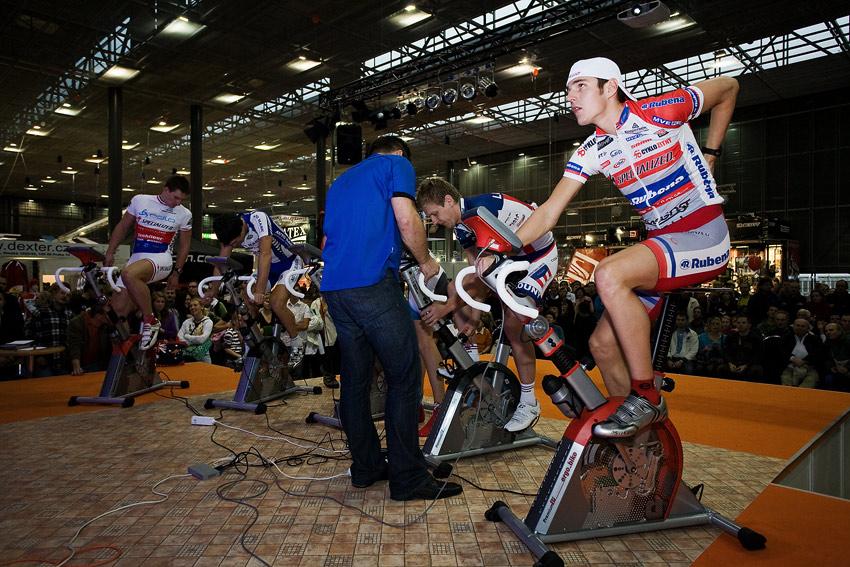 Bike Brno 2009 - závody na trenažérech - dobojováno, vítězí Jarda Kulhavý