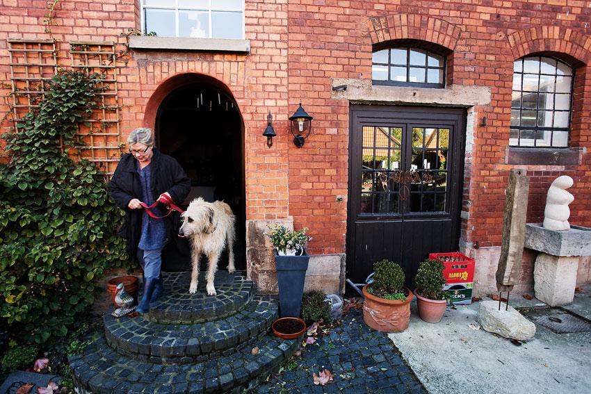 Nicolai 2009 - návštěva výroby - Frau Nicolai se psem