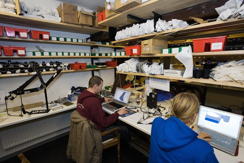 Nicolai 2009 - návštěva výroby - konstrukce v oddělení Carbon Drivu