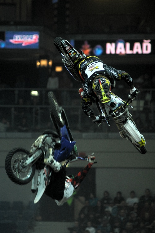 FMX Gladiator Games 2009, Praha: underflip sem, underflip tam