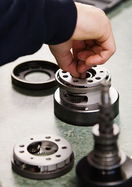 Rohloff 2009 -  montáž nábojů - osazování klece planetovými koly