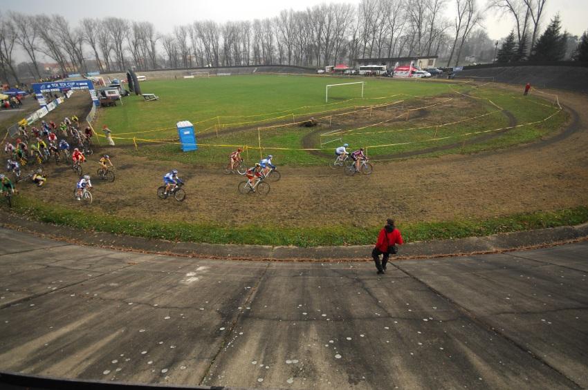 Toi Toi Cup #7, 21.10.2009 Louny: start a cíl na bývalém velodromu