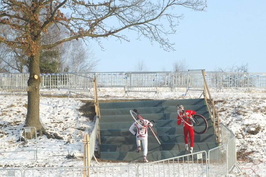 M�R v cyklokrosu 2010 se bl�� - prvn� schody