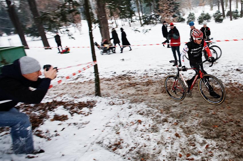 Vánoční cyklokros Praha-Stromovka 2009: Jarda Kulhavý zaměřen...