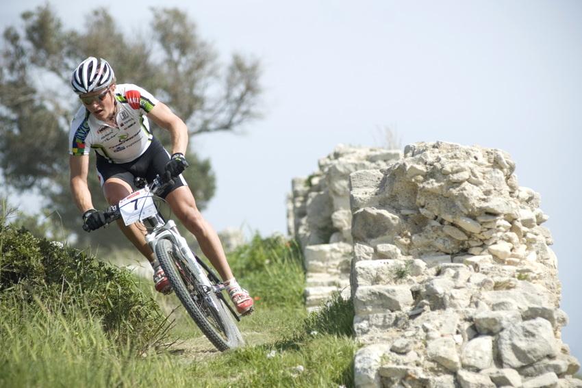 Sunshine Cup #3 2010 - Amathous, Kypr: Ji�� Friedl se po �patn�m startu prokous�val zp�t dop�edu