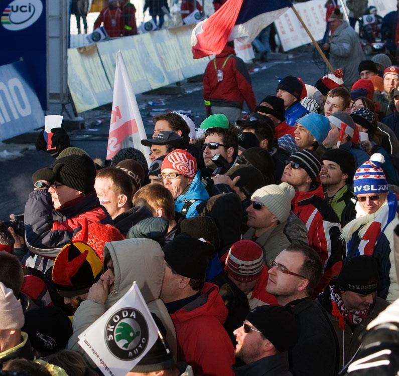 MS cyklokros Tábor 2010 - fanoušci, atmosféra...: cílová rovinka v obležení diváků
