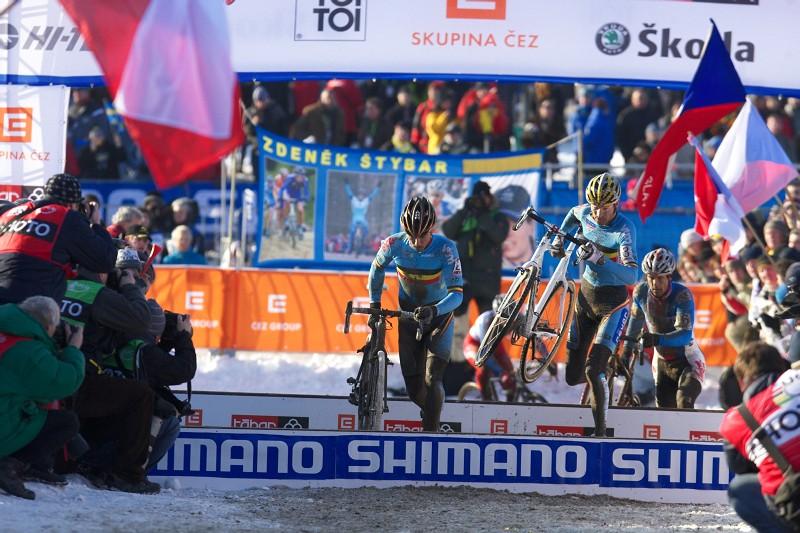 Mistrovství světa v cyklokrosu - Tábor 31.1. 2010, závod Elite - Nijs, Vantornout a Bína stíhají Štybara