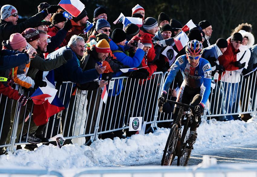 Mistrovství světa v cyklokrosu, Tábor 2010 - Elite: Zdeněk Štybar byl doslova hnán diváky k velkému vítězství