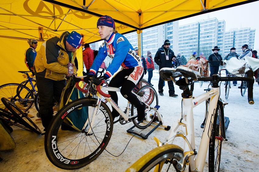 Mistrovství světa v cyklokrosu, Tábor 2010 - ženy: Pavla Havlíková se rozjíždí před závodem
