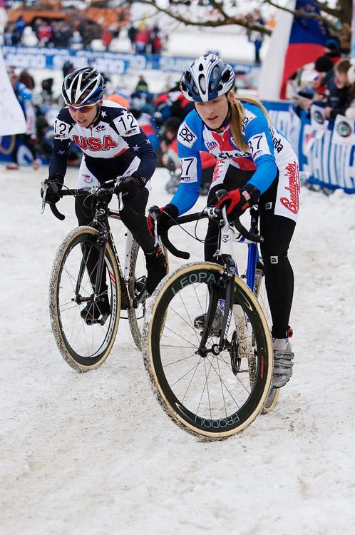 Mistrovství světa v cyklokrosu, Tábor 2010 - ženy: Jana Kyptová bojuje ve výjezdu