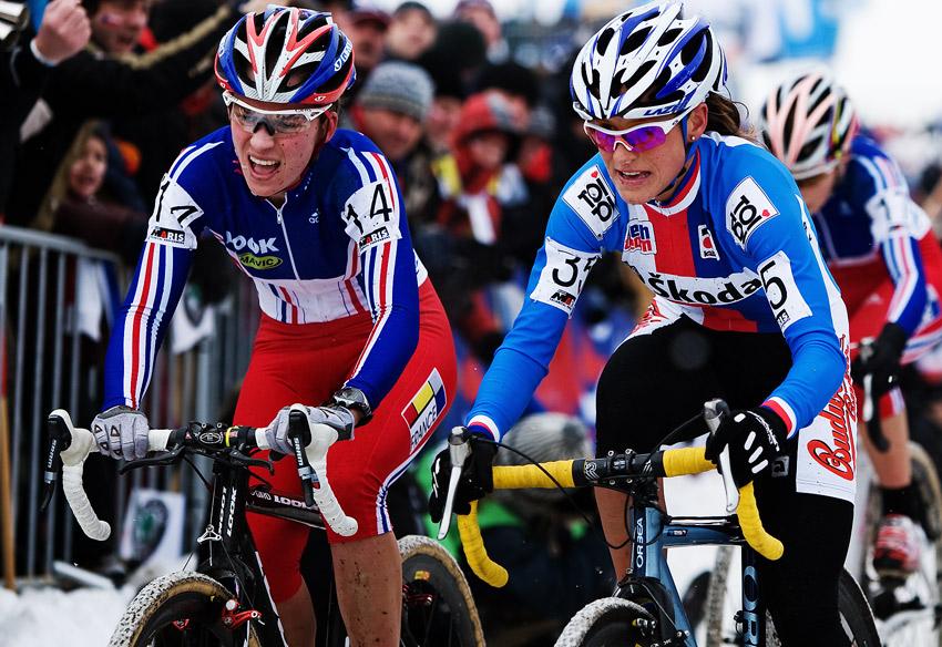 Mistrovství světa v cyklokrosu, Tábor 2010 - ženy: Kateřina Nash po boku s francouzkou Caroline Mani