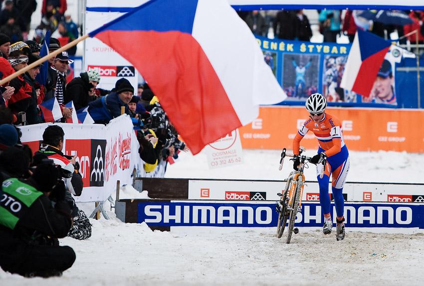 Mistrovství světa v cyklokrosu, Tábor 2010 - ženy: pro vítězství si to pádí holanďanka Marianne Vos