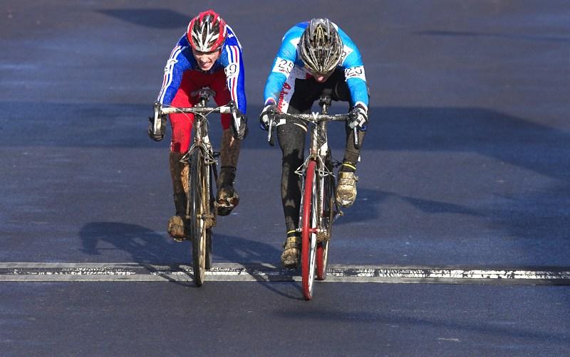 Mistrovství světa v cyklokrosu - Tábor 30.1. 2010 - Tomáš Paprstka dokázal že již v sedmnácti letech je velký závodník, právě se stal mistrem světa