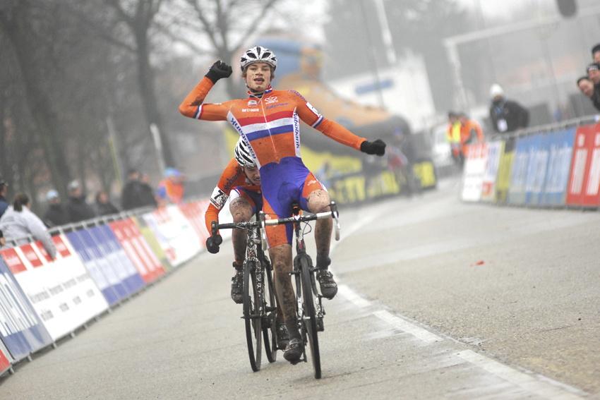 SP cyklokrosařů Hoogerheide 2010 - junioři & U23: David Van Der Poel vítězí