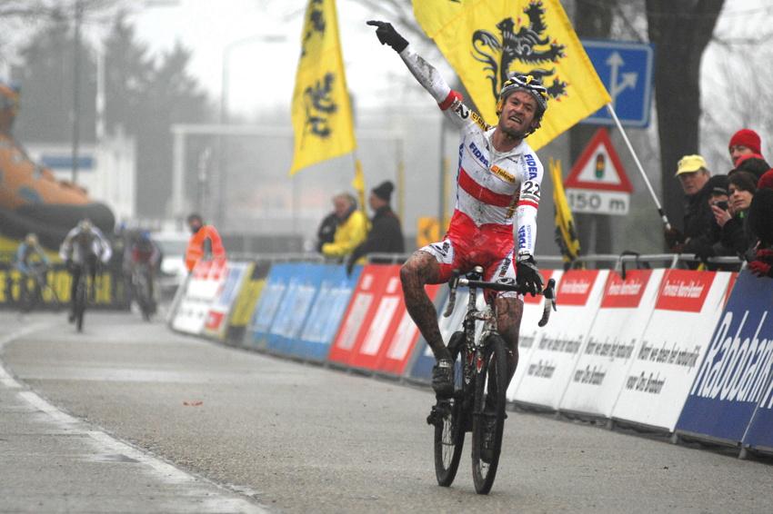 SP cyklokrosařů Hoogerheide 2010 - junioři & U23: Polák Kacper Szczepaniak vítězí