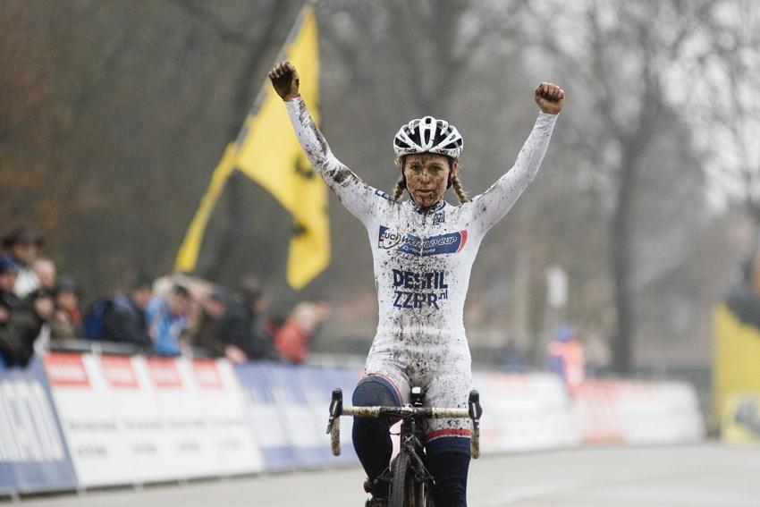 Světový pohár v cyklokrosu #9, Hoogerheide 2010: Daphny van den Brand celkovou vítězkou Světového poháru