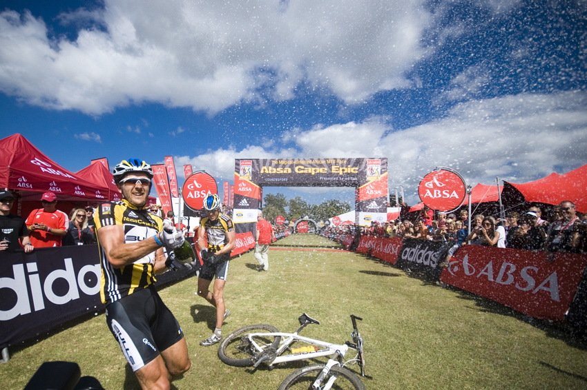 ABSA Cape Epic 2010 - 8. etapa: oslavy Karla Platta