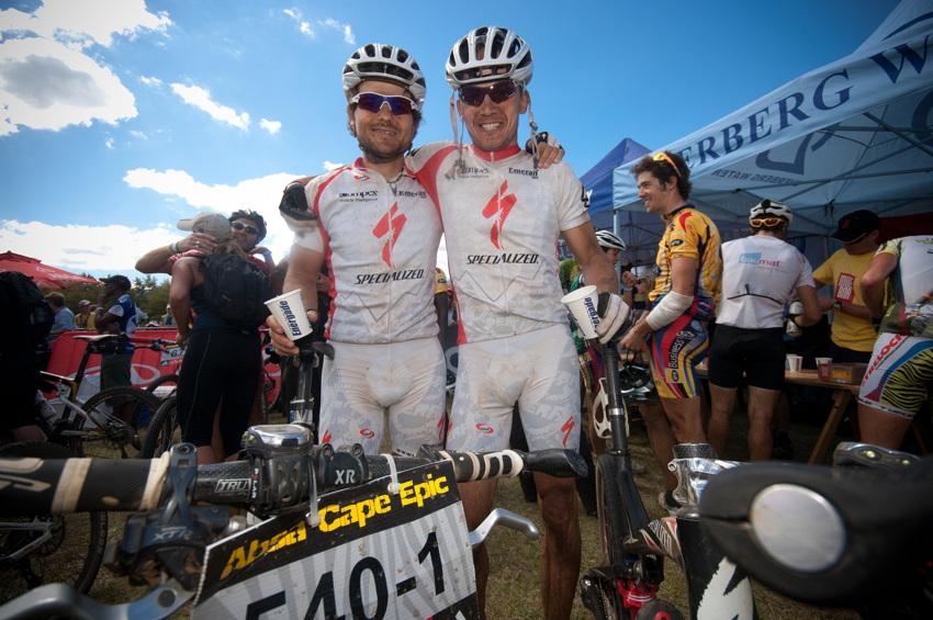 ABSA Cape Epic 2010 - 8. etapa: Radek Zelenka a Stanislav Derfl v cíli