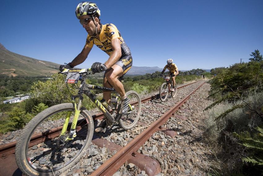 ABSA Cape Epic 2010 - 1.etapa: Alban Lakata a Kevin Evans útočí na první etapové vítězství