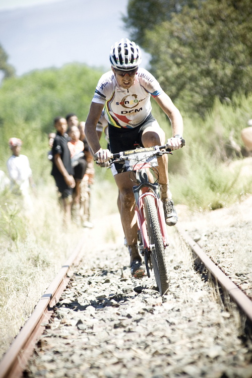ABSA Cape Epic 2010 - 1.etapa: Christoph Sauser na 10km dlouhém železničním úseku