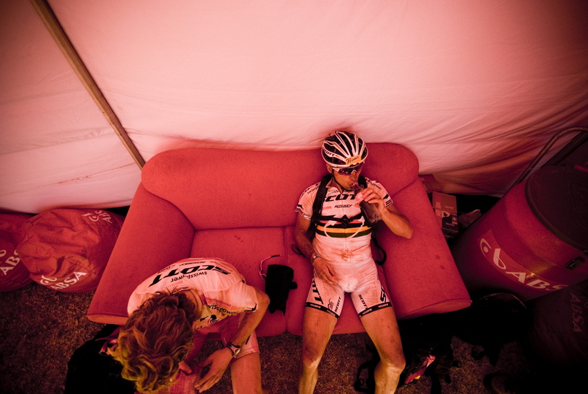 ABSA Cape Epic 2010 - 1.etapa: Florian Vogel a Nino Schurter po první etapě