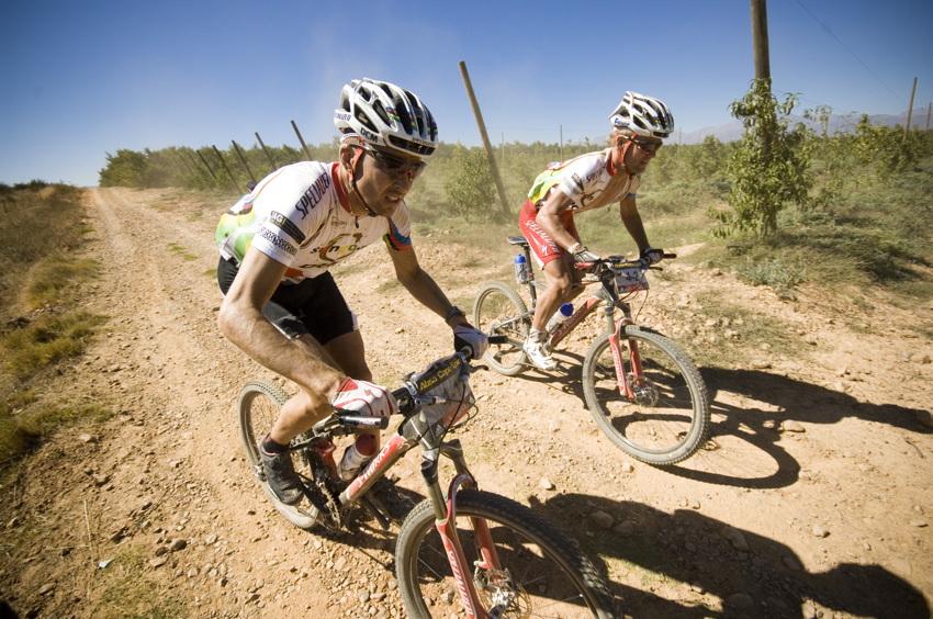ABSA Cape Epic 2010 - 3.etapa: Christoph Sauser a Burry Stander