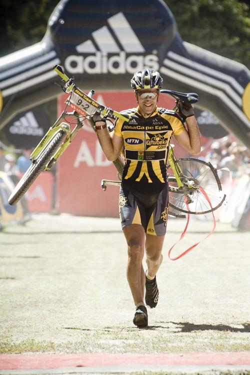 ABSA Cape Epic 2010 - 3.etapa: Alban Lakata kvůli defektu přichází o dres lídra