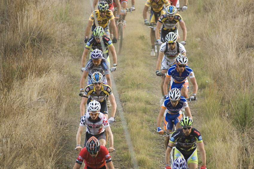 ABSA Cape Epic 2010 - 4.etapa: favorit� se dr�eli v prvn�ch kilometrech pospolu
