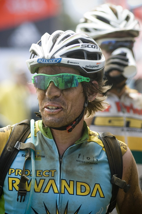 ABSA Cape Epic 2010 - 4.etapa: Thomas Frischknecht závodil za Project Rwanda