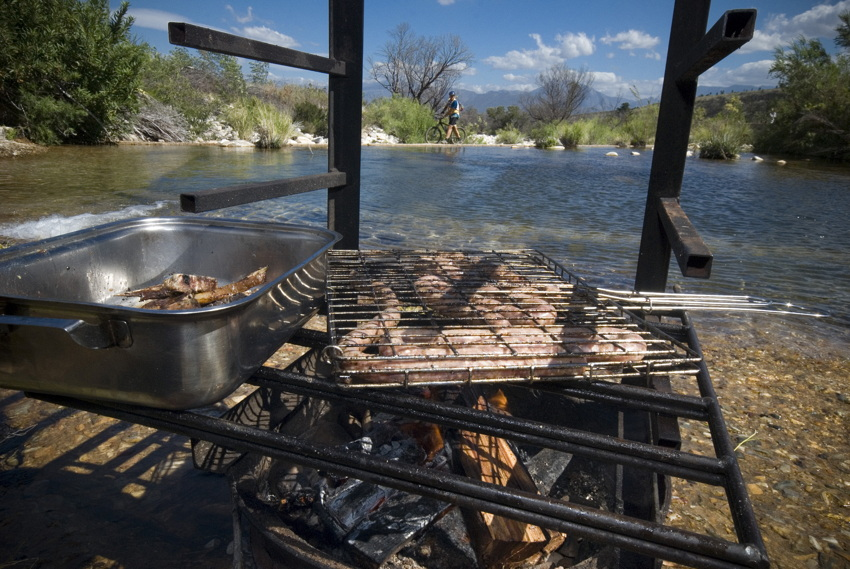 ABSA Cape Epic 2010 - 4.etapa: neoficiální občerstvovací oáza