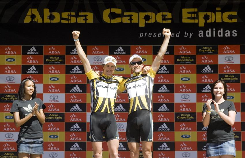 ABSA Cape Epic 2010 - Bulls po polovin� z�vodu ve veden�
