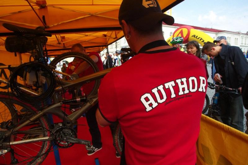 Author Šela Marathon - chlapci z Author mechanic gangu měli před startem plné ruce práce