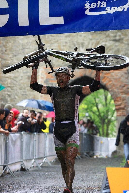 Author Šela Marathon - hrad Helfštýn 8.5. 2010, 12:56:54 hod.